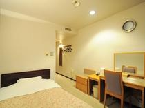 【シングル】客室設備がきちんと整った使い勝手が良い客室。