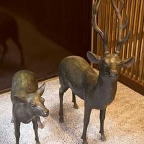 ▼【エントランス】玄関では奈良らしく可愛い鹿がお出迎え♪