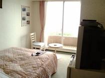 朝日が差し込むお部屋で、1日をはじめませんか海の見えるお部屋で、ゆっくりお過ごし下さい〈海側客室一例