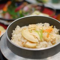 *【夕食一例】季節の食材を使った釜飯