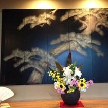 河和田塗りの屏風(松)玄関