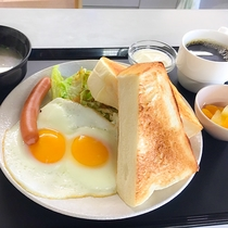 100円朝食(トーストセット)