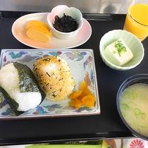 100円朝食(おにぎりセット)
