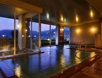 きれいな夜景を眺めながら、湯ったり温泉に。。。