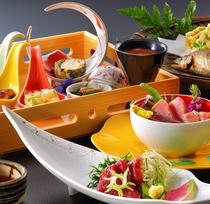 彩り豊に味わい深く創作料理で贅沢気分。