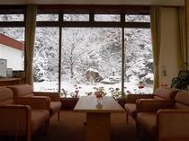 ロビー(雪景色)