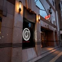 ロイヤルパークホテル高松 正面玄関とロゴ