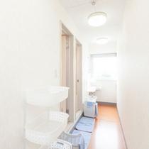2階フロアー(ファミリー、グループタイプのお部屋の男性用2バスルーム)
