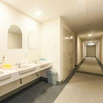 2階フロアー(ファミリー、グループタイプのお部屋の洗面所)