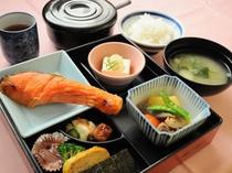 【朝食】焼き魚定食の和朝食
