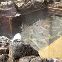 *露天風呂/爽やかな山間の風に吹かれながら、心地よい温泉時間を。