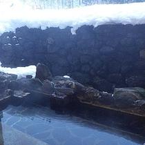*露天風呂/冬は白銀の世界を楽しむ雪見風呂に。
