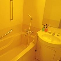 *【バスルーム】簡素ではございますが、おくつろぎくださいませ。