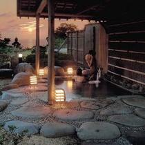 夕日を見ながらの露天風呂♪これも捨てがたいですね〜^^