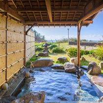 快晴の日は最高のロケーション!露天風呂から日本海を見渡せます♪