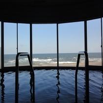 海が目の前の大浴場
