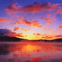 【阿寒湖】早朝・夕方は幻想的な風景をお楽しみ頂けます♪
