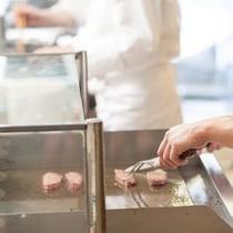 【レストラン・フェリシェ】ステーキ(牛脂注入肉を使用しています)