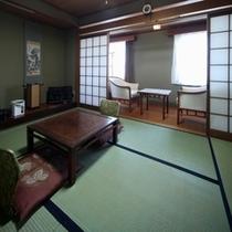 平25年夏撮影 和室六畳間 伝統的広縁付き和室です
