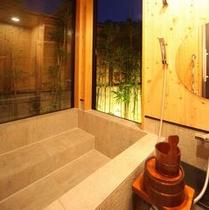 別館半露天風呂夜 坪庭を眺めながら・・。