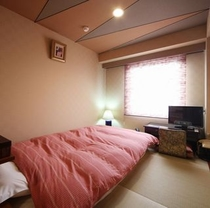 平24夏撮影 和モダン(琉球畳xserta製ダブルベッド)素足で寛げるお部屋です