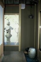 別館-台湾檜一枚板の回廊
