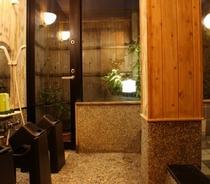 2013撮影水月の湯-貸切対応の内風呂、ゆったり足を伸ばし旅の疲れを癒してください。