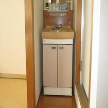 3階和室部屋風呂なし禁煙室の洗面所です。