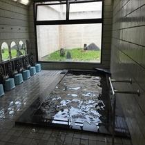 男子大浴場イメージ 手すりがございます 脱衣所にコインランドリーがございます。
