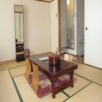 3階和室部屋風呂なし禁煙室の窓側から見たイメージです