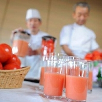 ★朝ごはん♪「フレッシュトマトジュース」はバイキング会場でいただけます!(写真は一例です。)