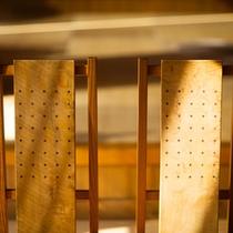 ◆館内イメージ◆木造のいす