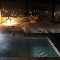 客室露天風呂の冬景色