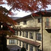 秋、紅葉と宝生閣