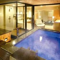 客室露天風呂(石造り)の一例。