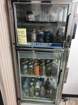 館内でお飲物販売しています(150円~)