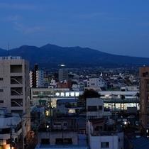 上電「中央前橋駅」と赤城山