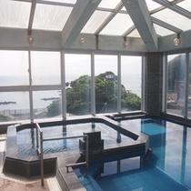 【展望風呂】広く太平洋、鳥羽湾を眺めながらのんびりおくつろぎください。