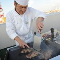 【 屋上ビアガーデン 】シェフが目の前で焼き上げるビーフステーキも!
