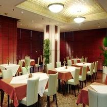 2階レストラン『ヤマザクラ』夜
