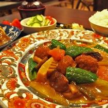 夕食の一例(肉団子の中華炒め)
