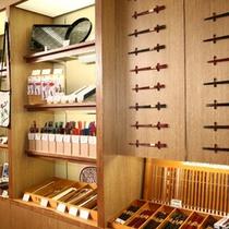 売店にて津軽塗の箸を販売しております
