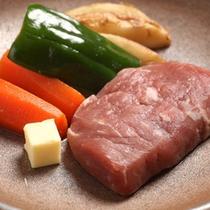牛の陶板ステーキ