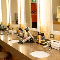 大浴場には化粧水、クレンジング、化粧水などご用意
