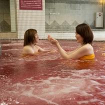 ワインの聖地・山梨県ならではのワイン風呂は、美肌の湯として大人気です