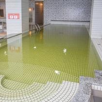 5×12mの温水プール。約30℃で水中ウォーキングなどに最適です