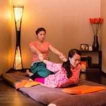 タイ古式『ファンファ』中国のツボ刺激とインドのヨガの技術を併せ持つタイ古式療法