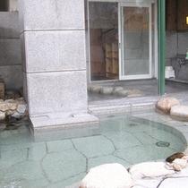*【家族風呂露天】プライベート感覚で温泉浴を満喫♪疲れた体をリフレッシュ!