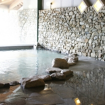*【内湯】風情ある石造りの内湯…のんびり温泉浴を満喫。