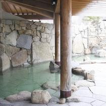 *【露天風呂】開放的な露天風呂♪風を感じながら温泉浴を満喫。